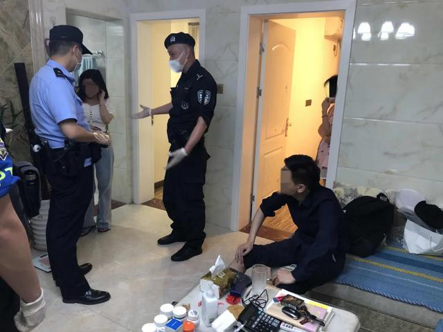 """社会资讯_查男友手机被拒从40楼扔菜刀 女子一时冲动砸中豪车""""喜提""""13万 ..."""