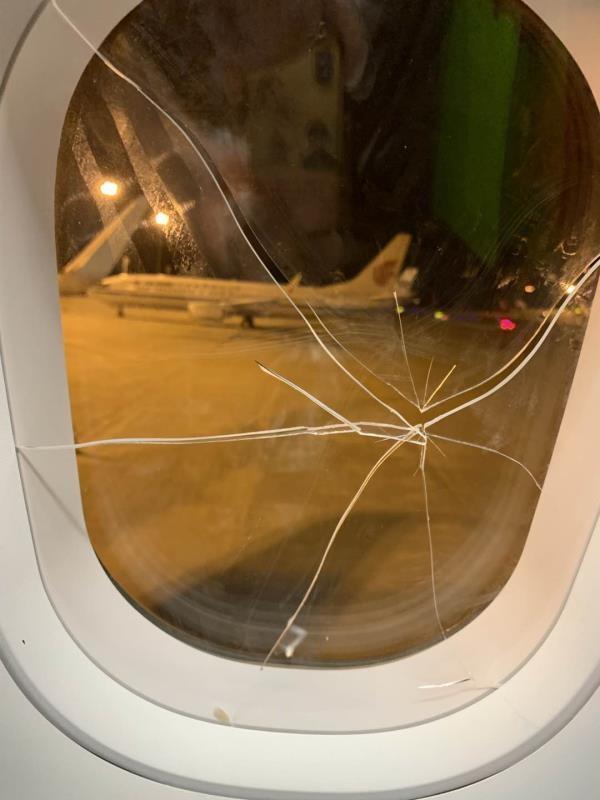 社会资讯_失恋女子酒后砸破舷窗致航班备降 拿一飞机人的生命开玩笑令人 ...