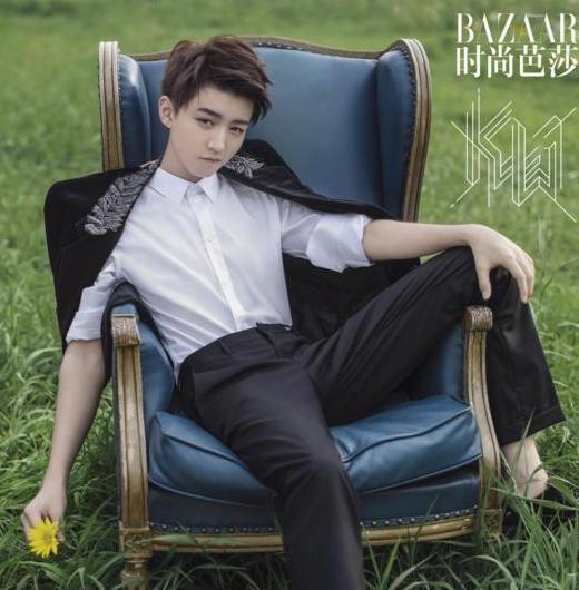 王俊凯登时尚杂志金九封面 身着帅气西装化身调皮王子