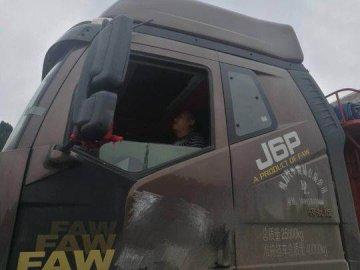 四川高速交警与运输公司合作 强制疲劳驾驶司机休息
