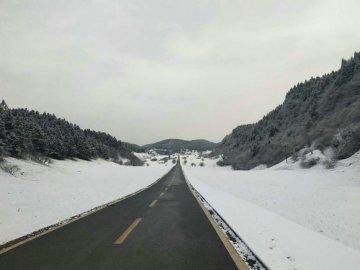 仙女山迎今冬第一场降雪 滑雪