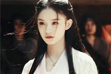 别再说李若彤是不老女神了 妆容看着特别的油