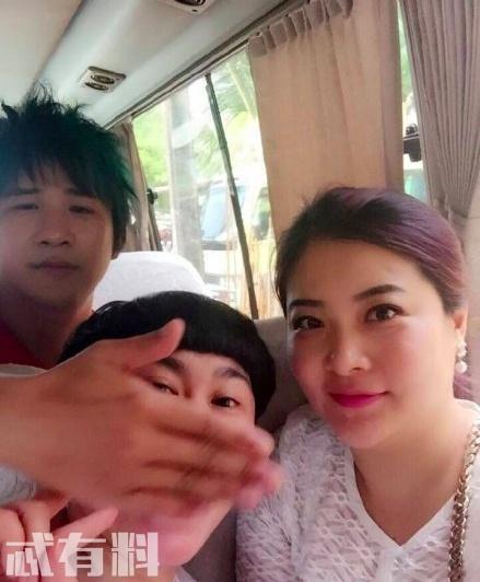 大张伟首次承认结婚,老婆身份照片惹争议,网友:看起来比他大好多