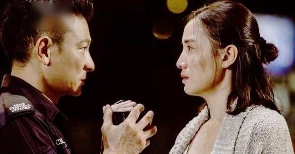 倪妮现身香港街头拍戏无人认识 和洪天明来回跑了几次