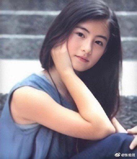 12岁时的张柏芝 已是少女初长成看上去楚楚可人