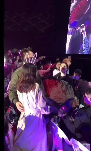 王力宏帮粉丝求婚 二哥实力宠粉为两人献上了《forever love》