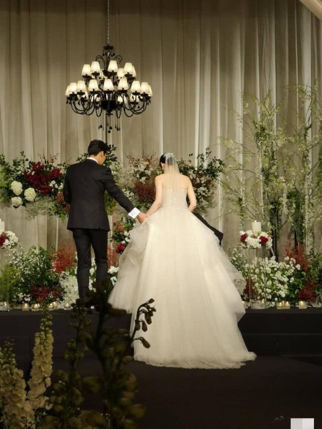 秋瓷炫于晓光婚礼现场照曝光 这对跨国恋就非常让人羡慕