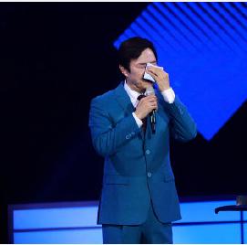 费玉清告别演唱会唱哭了 博得了现场观众阵阵喝彩之声