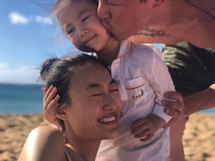 陈冠希亲吻女儿 留言表示家庭大于一切获网民大赞
