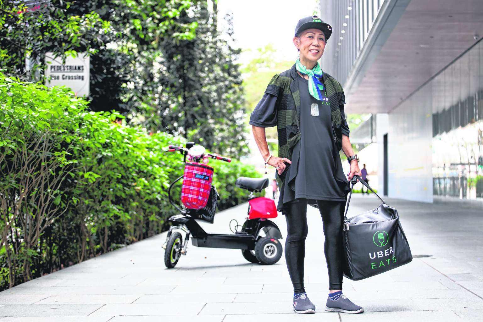 日本老人送外卖 你会再就业或退休享受生活?