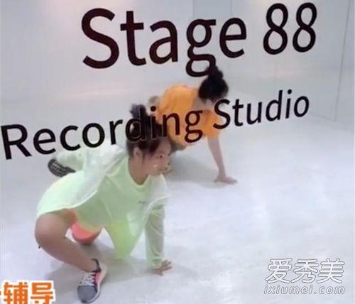 李湘女儿学舞视频在哪里看 模样十分认真