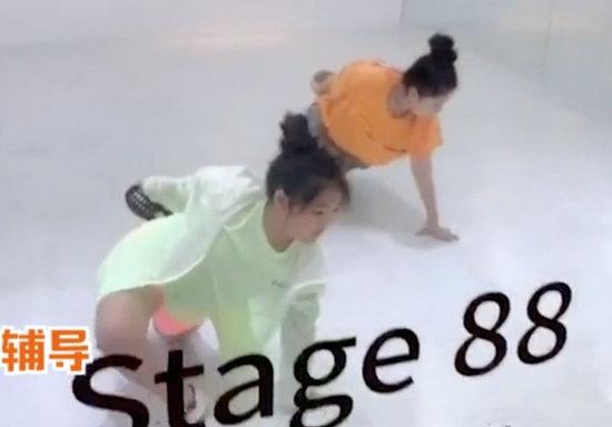 李湘晒女儿练舞视频 小妮子姿势标准神情超认真