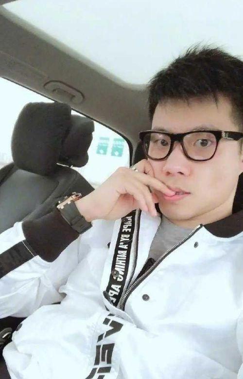 李小璐朋友圈发文 为什么上了热门事件呢