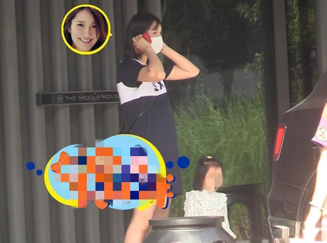 李亚男挺孕肚独自带娃超辛苦 又拿包包行李又抱女儿隔着频幕都感觉到累!