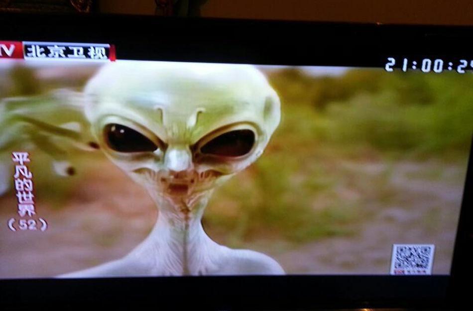 平凡的世界 里为什么会出现外星人 原著里有这样的情节吗